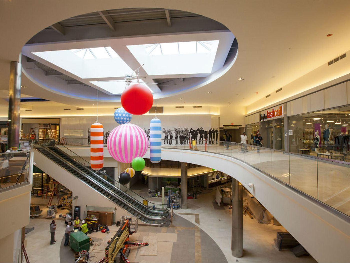 WILD Record Breaking Art Filled Outlet Mall Opens In Chicago