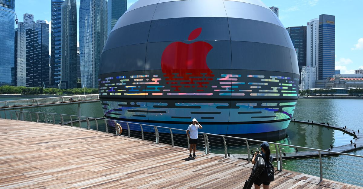 This giant glowing orb is the world's first floating Apple Store – The Verge