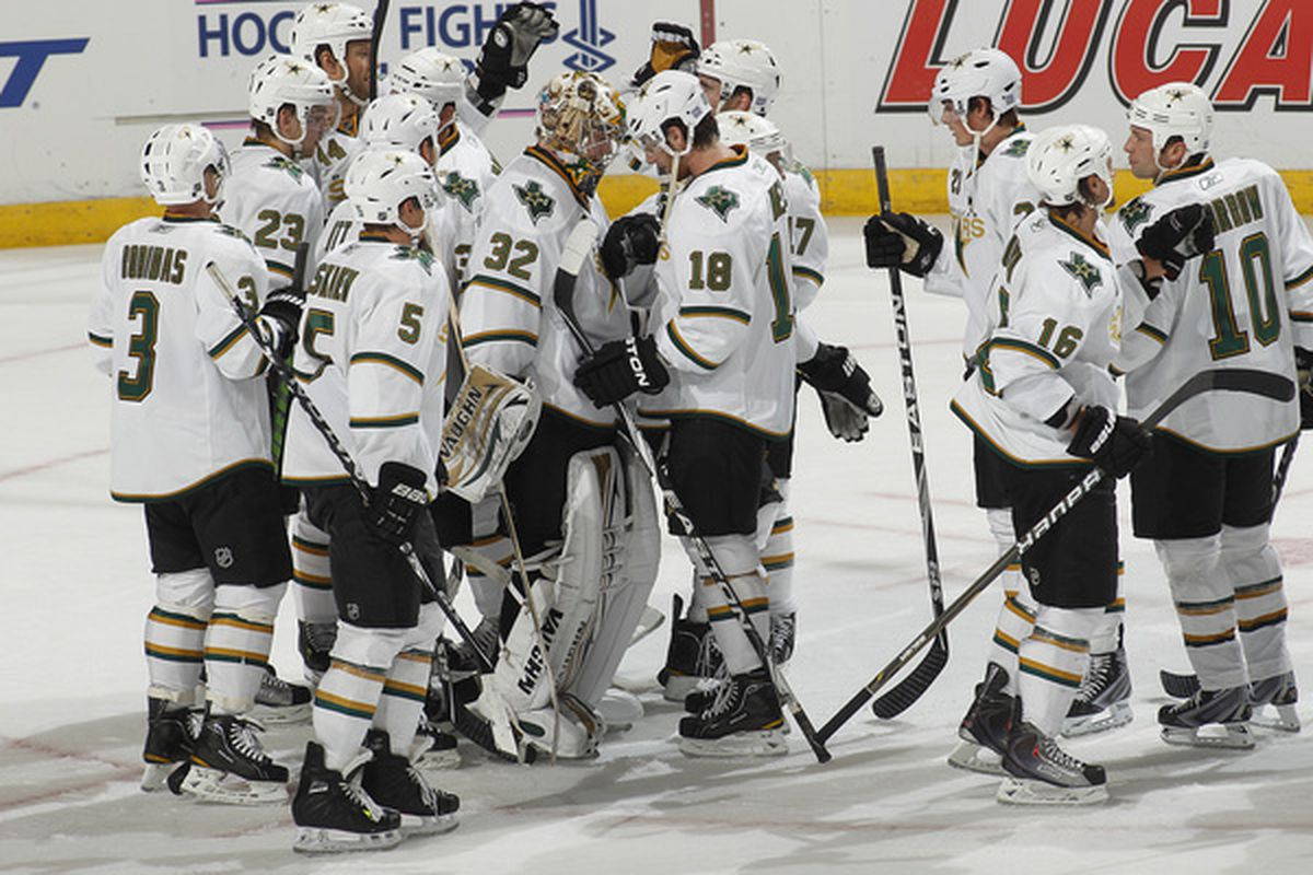 SUNRISE FL - OCTOBER 21: Goaltender Kari Lehtonen #32 of the Dallas Stars is congratulated by teammates after defeting the Florida Panthers 4-1 on October 21 2010 at the BankAtlantic Center in Sunrise Florida. (Photo by Joel Auerbach/Getty Images)