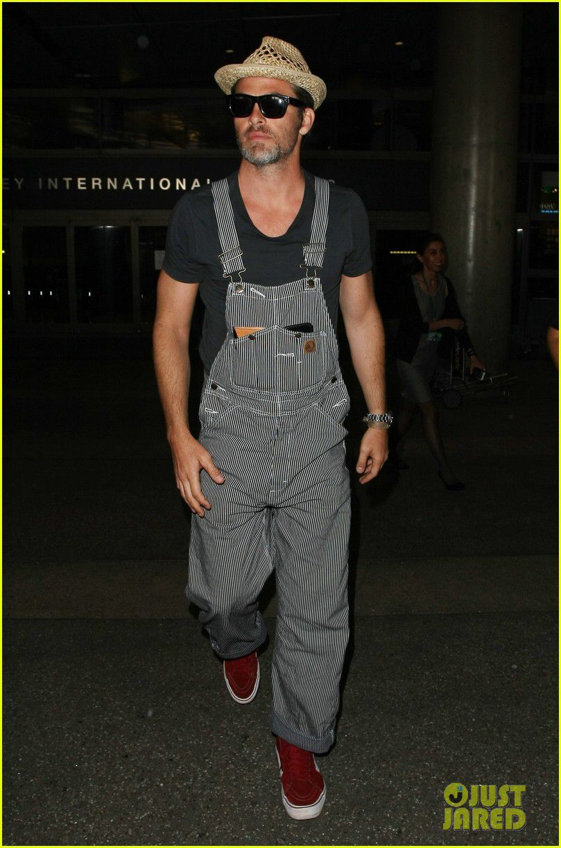 """<a href=""""http://www.justjared.com/photo-gallery/3766462/chris-pine-overalls-straw-hat-airport-04/"""">Just Jared</a>"""