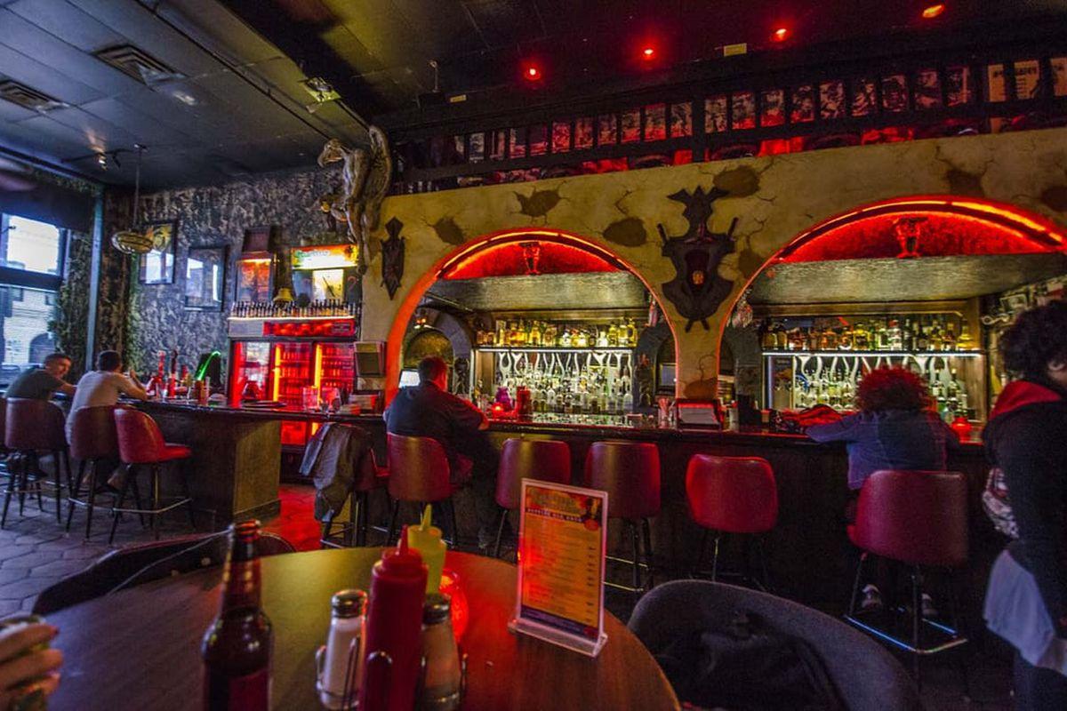 Dive Bar Casino El Camino Caught On Fire On Sixth Street