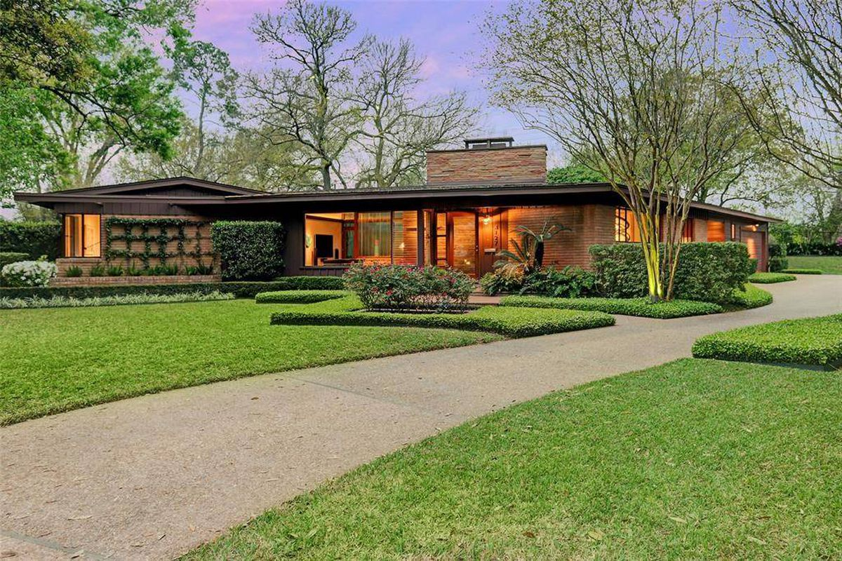 Updated midcentury home with backyard oasis wants 1 3m for Mid century modern architects houston