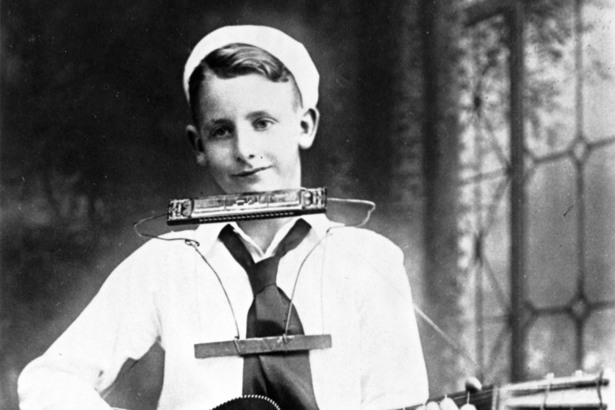 Les Paul at 14, with the harmonica holder he'd invented a year earlier.