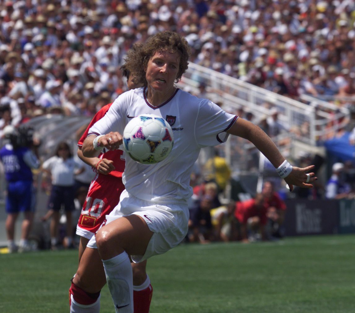 PHOTO BY KAREN T. BORCHERS Michelle Akers goes after the ball during the world cup.