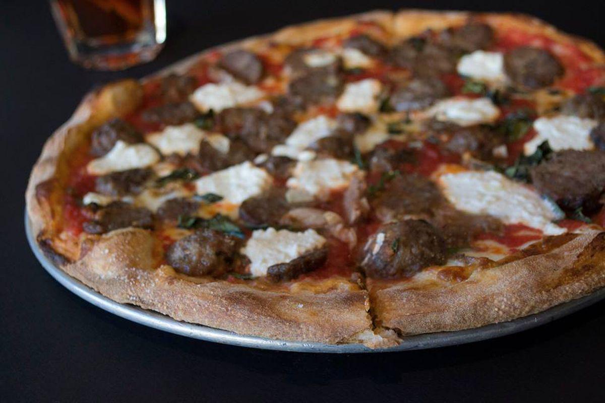 Asombroso Asesinatos De Cocina Pizza De Nueva Orleans Regalo - Como ...