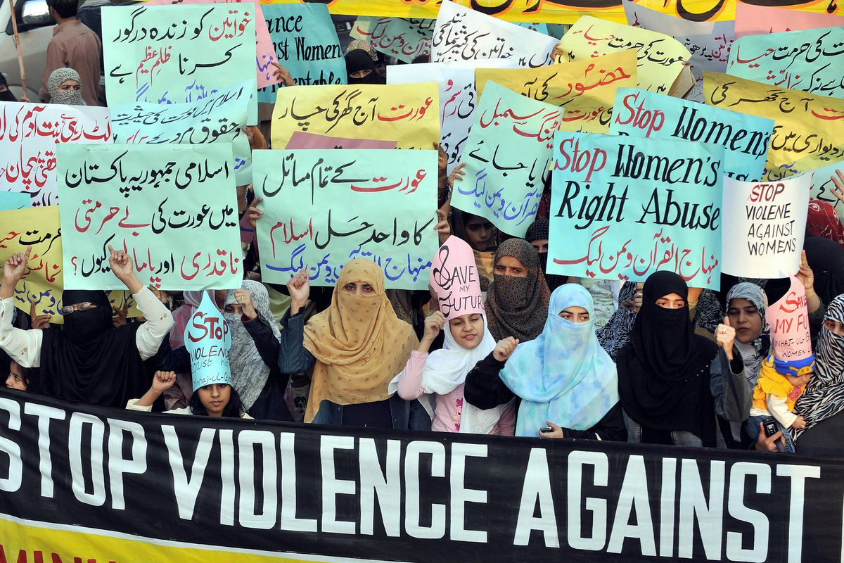 Female supporters of a Pakistani Islamic organization protest in Lahore against honor killings