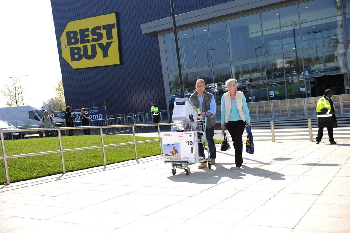 """via <a href=""""http://www.bestbuy.co.uk/Marketing/Content/Static/Projects/Media-Centre/201010130000/en-GB/assets/Best%20Buy%20-%20Customers%20Outside%20Store-lrg.jpg"""">www.bestbuy.co.uk</a>"""