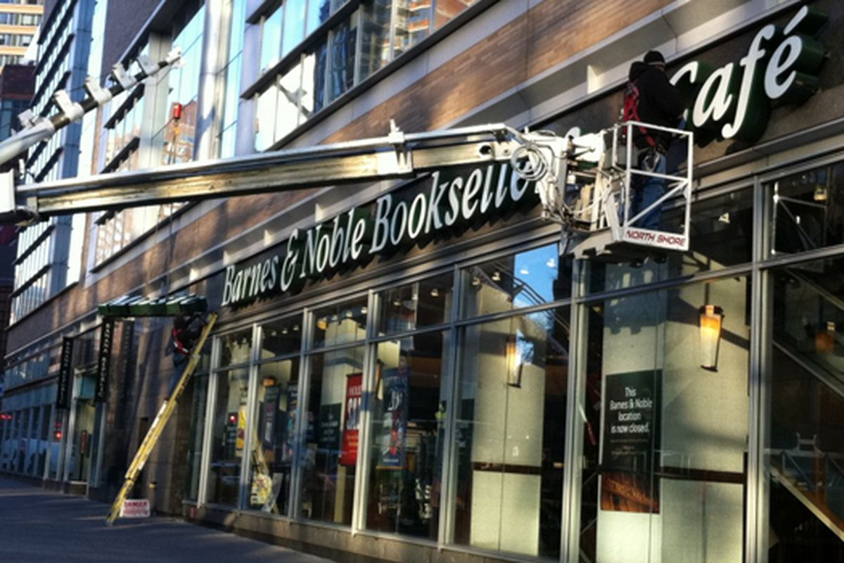 """Image via <a href=""""http://myupperwest.com/upper-west-side/barnes-noble-cleaned-shut/"""">My Upper West</a>"""