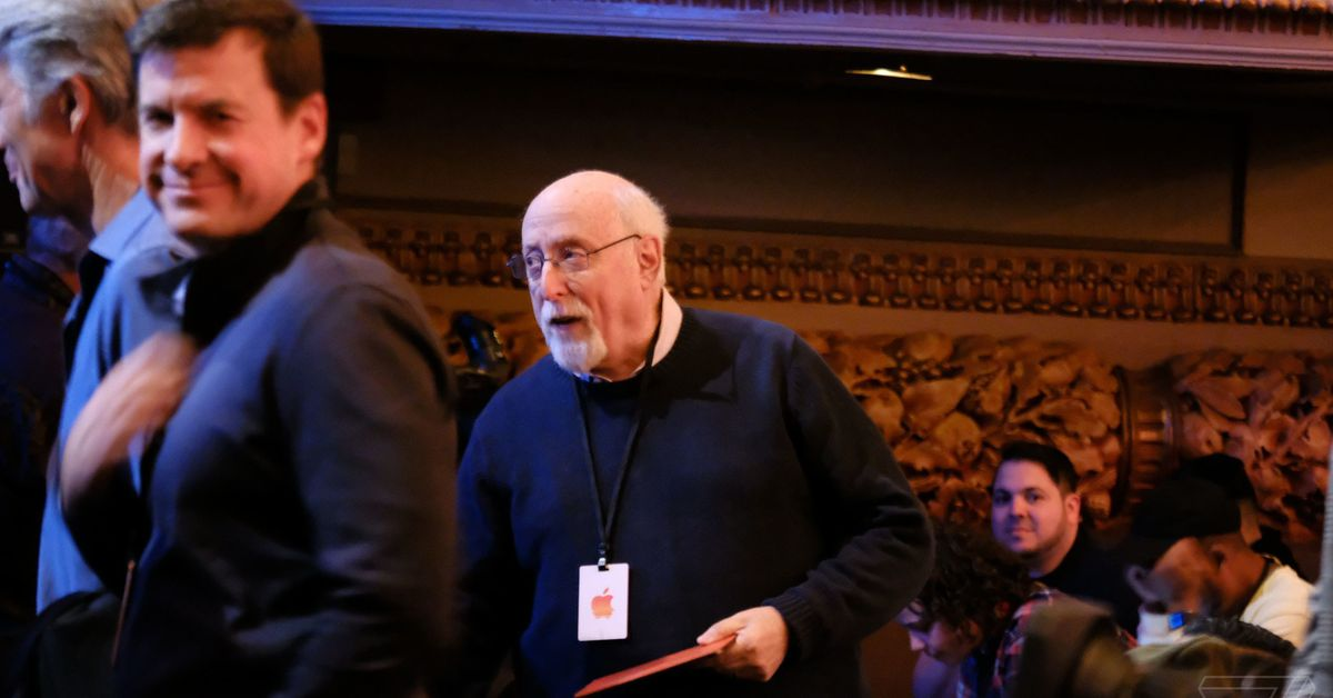 Walt Mossberg reacts to the new MacBook Air