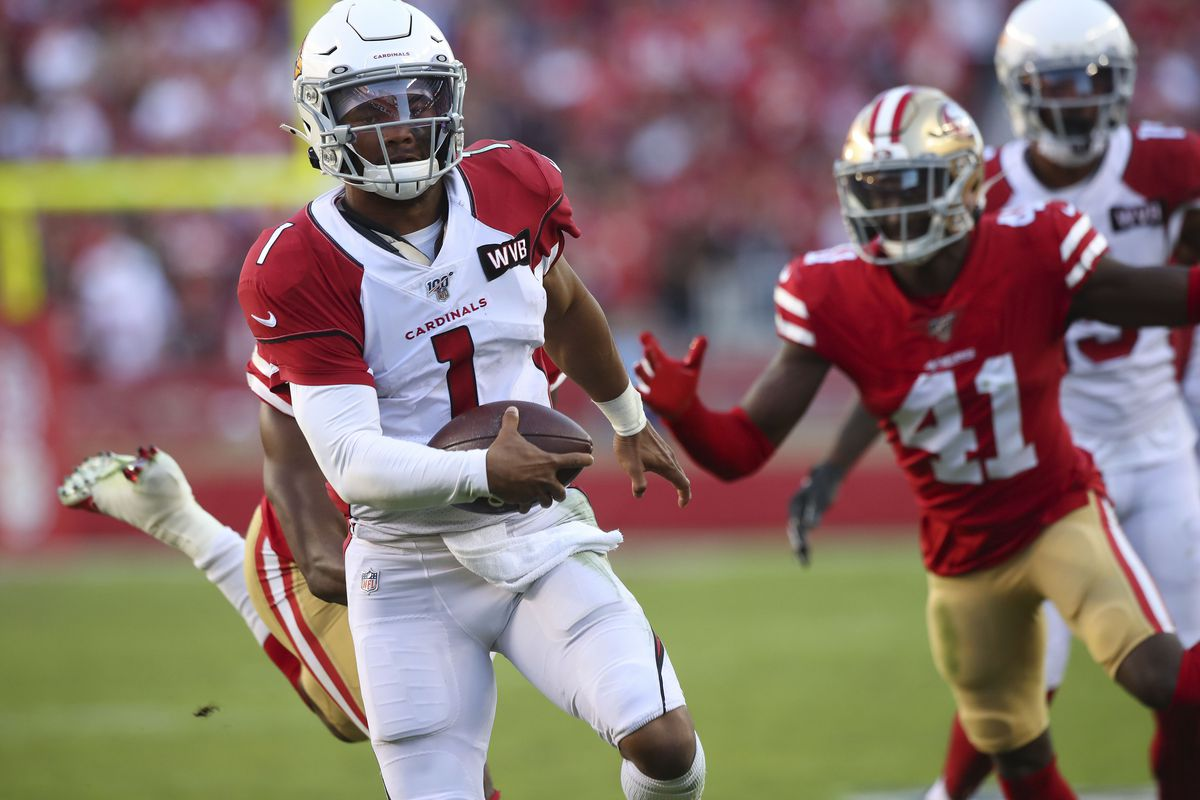Arizona Cardinals quarterback Kyler Murray runs for a touchdown against the San Francisco 49ers in the fourth quarter at Levi's Stadium.
