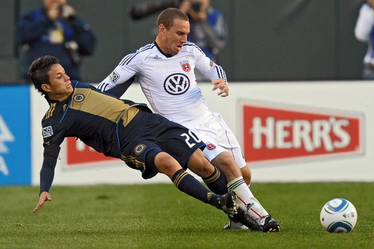 PHILADELPHIA - NOVEMBER 10: Roger Torres #6 of the Philadelphia Union and Kurt Morsink of D.C. United fight for the ball on April 10, 2010 at Lincoln Financial Field in Philadelphia, Pennsylvania. (Photo by Drew Hallowell/Getty Images)