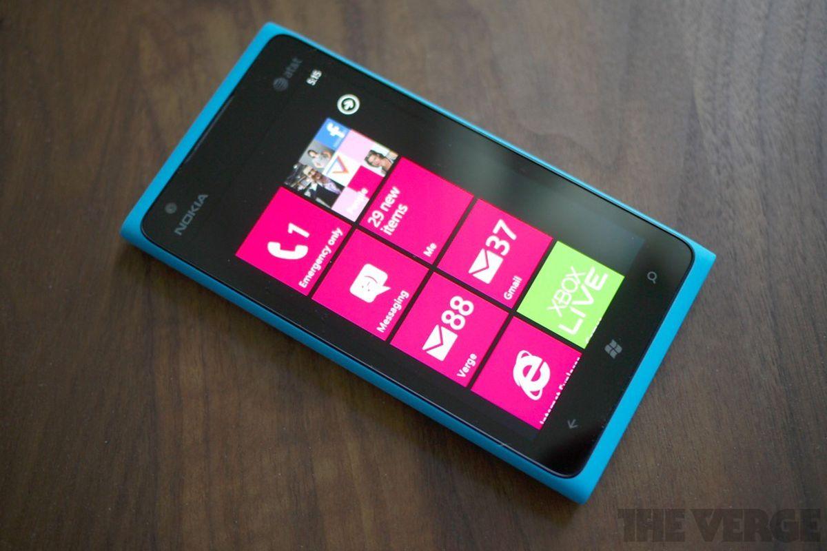 Nokia Lumia 900 hero (1024px)