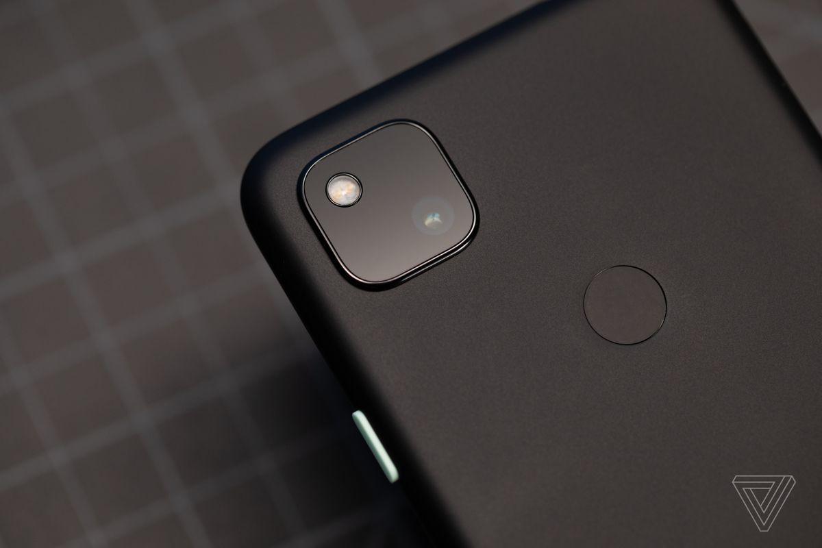 Modul kamera Google Pixel 4A dengan satu sensor 12 megapiksel.