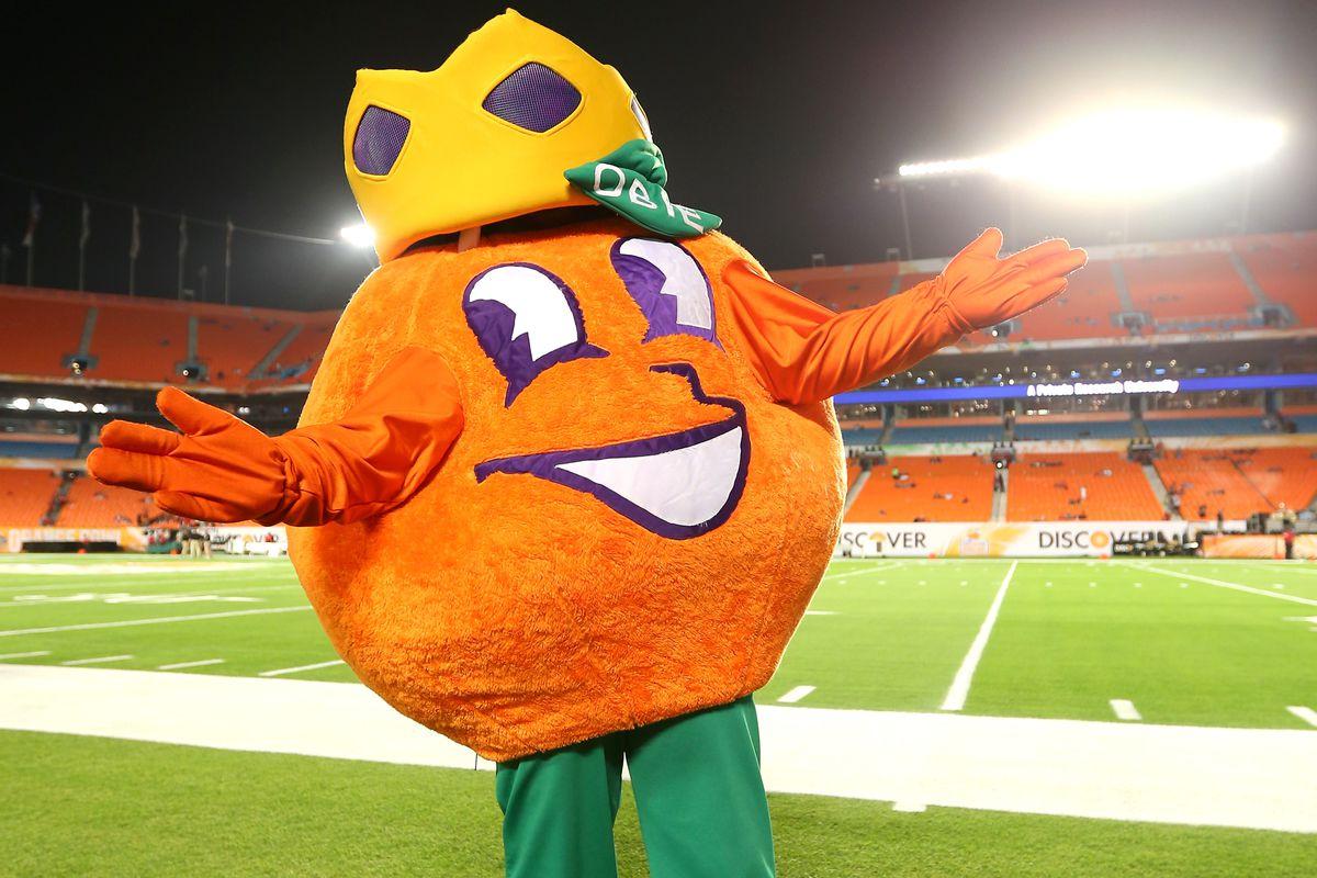 Oklahoma Football Sooners Arrive In Miami For The Orange