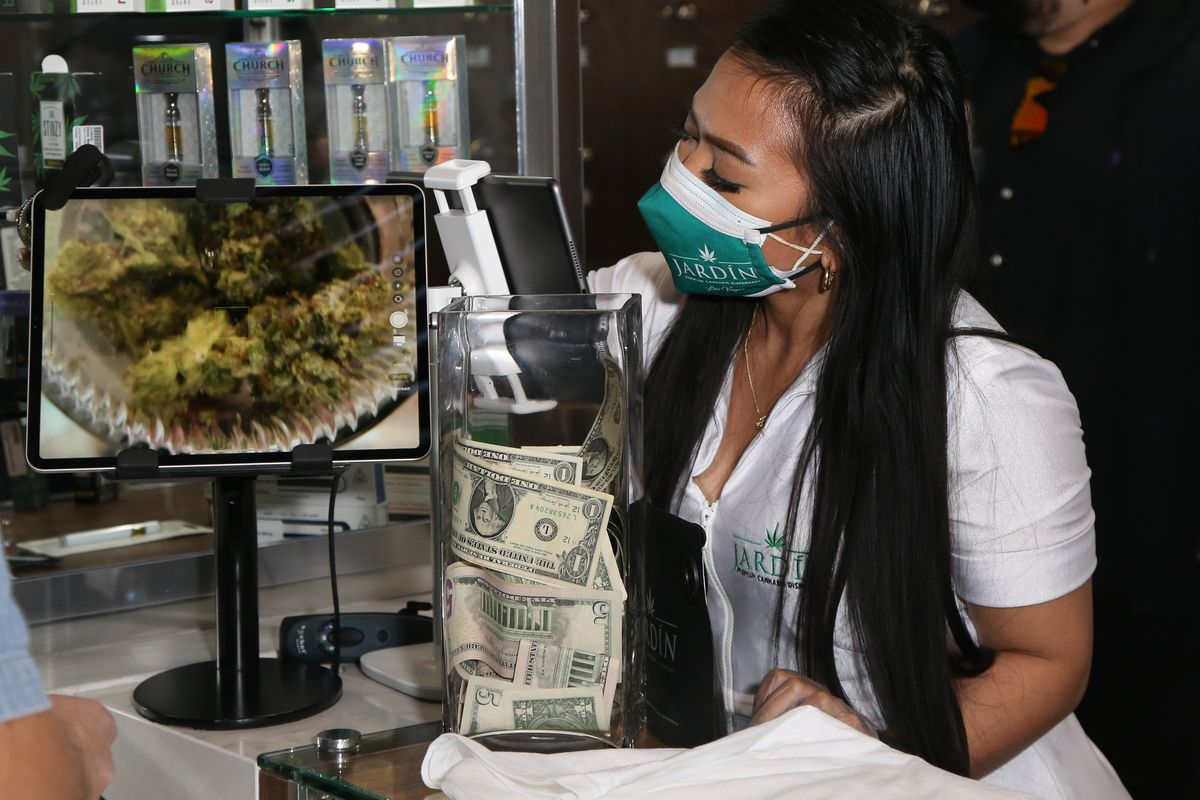 Dizzy Wright Visits Jardin Premium Cannabis Dispensary