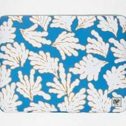 """<a href="""" http://www.dvf.com/Neoprene-Laptop-Case/A1957625V12S,default,pd.html?dwvar_A1957625V12S_color=CHNLS&start=9&preselectsize=yes&cgid=travel-accessories""""> Diane von Furstenburg Neoprene laptop case</a>, $75 dvf.com"""