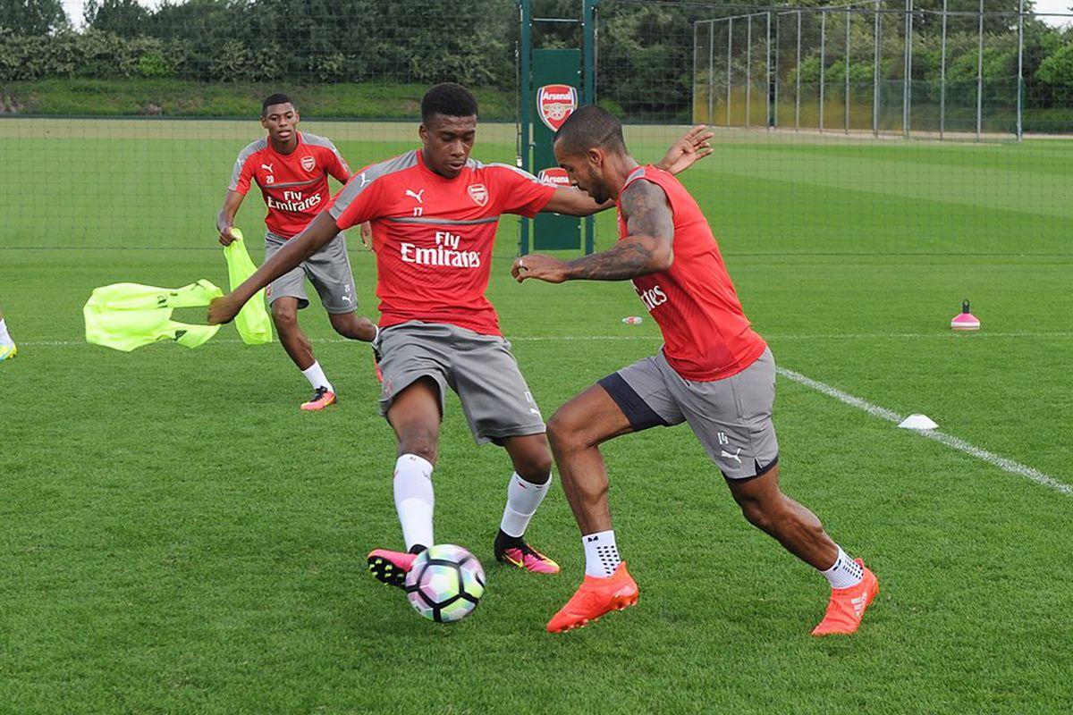 Iwobi and Walcott training