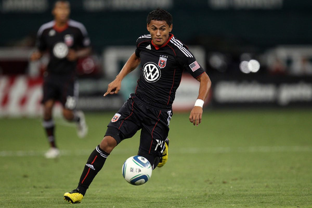 WASHINGTON - SEPTEMBER 4: Andy Najar #14 of D.C. United controls the ball against the Columbus Crew at RFK Stadium on September 4 2010 in Washington DC. (Photo by Ned Dishman/Getty Images)