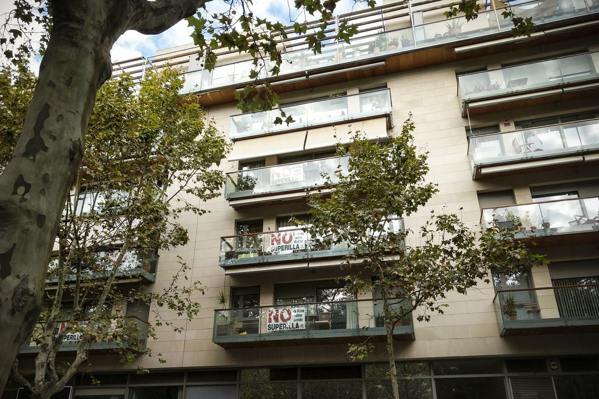 Across from the Poblenou superblock, signs in opposition.