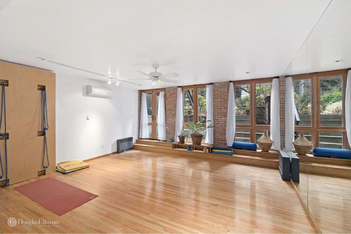 Classic Chelsea Townhouse With Loft Like Appeal Yoga Studio Seeks 7m Curbed Ny