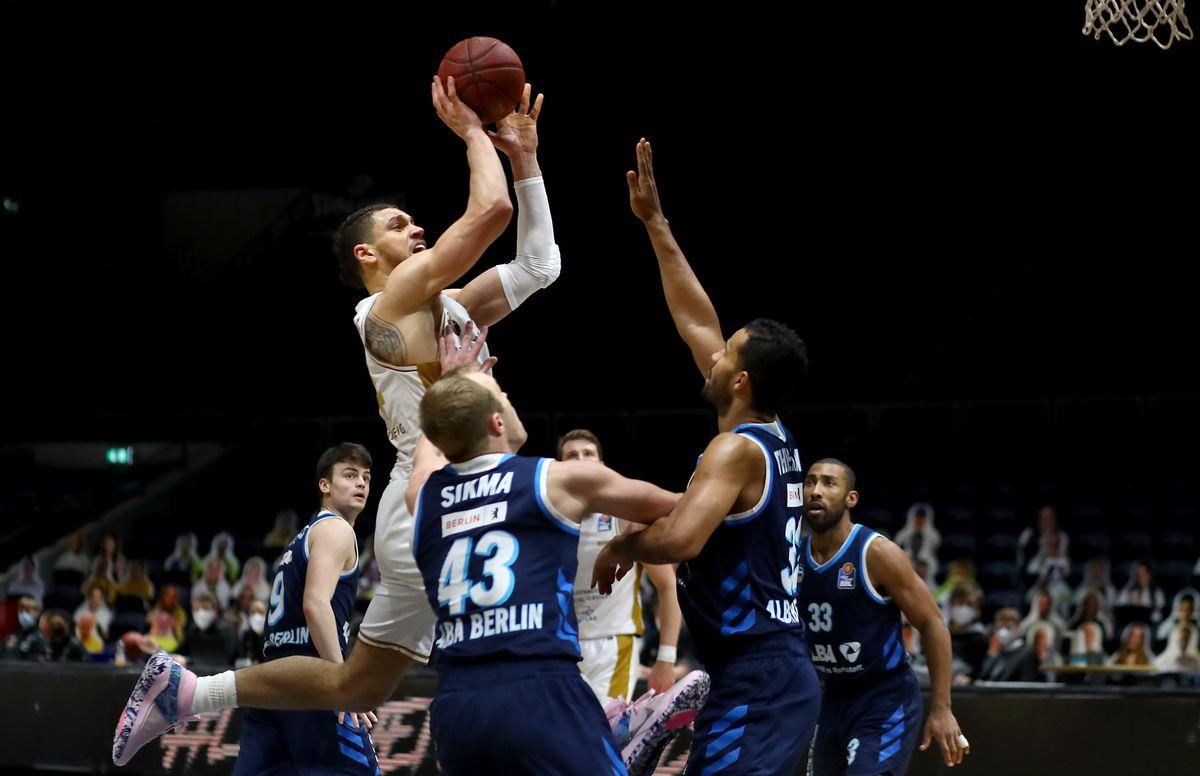 Basketball Löwen Braunschweig v Alba Berlin - easycredit BBL