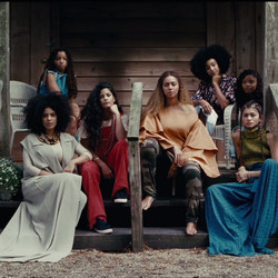 Beyoncé wears a Rosie Assoulin resort 2016 top.