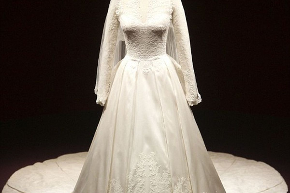 Kate Middleton\'s Wedding Dress Goes on Public Display in London - Racked