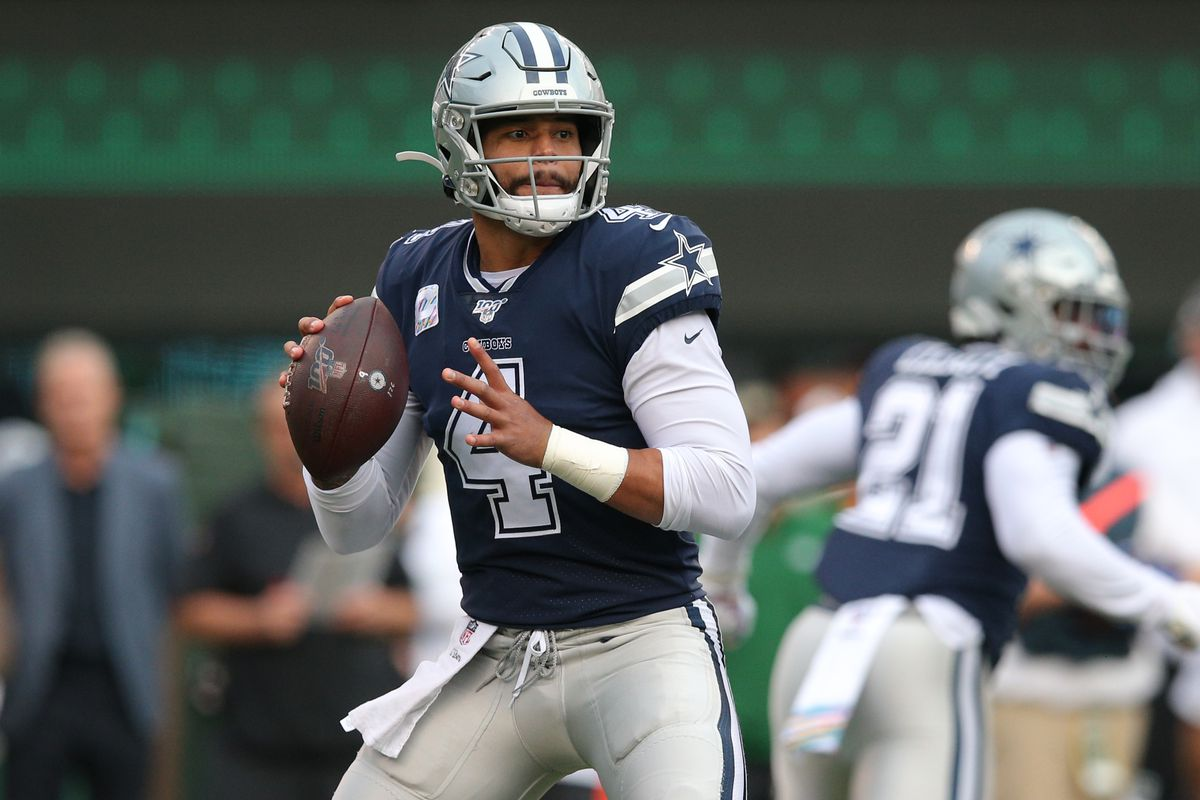 Dallas Cowboys quarterback Dak Prescott drops back to pass against the New York Jets during the first quarter at MetLife Stadium.