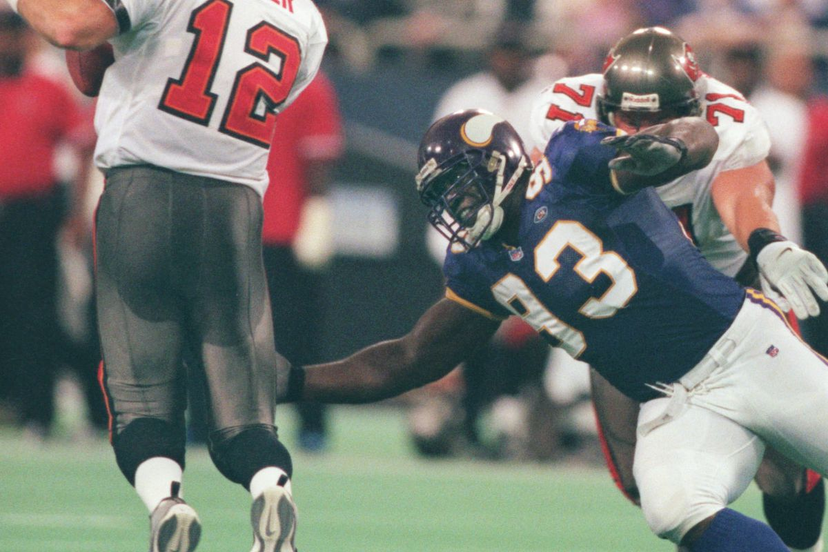Oct. 3 -Tampa Bay - Minnesota Vikings — Minneapolis Mn, Sunday 10/3/99 Vikings vs Tampa---Tampa Bay quarter back Trent Dilfer tries to avoid the grasp of Vikings defensive lineman John Randle during 4th quarter NFC central action at the dome.(Photo By J