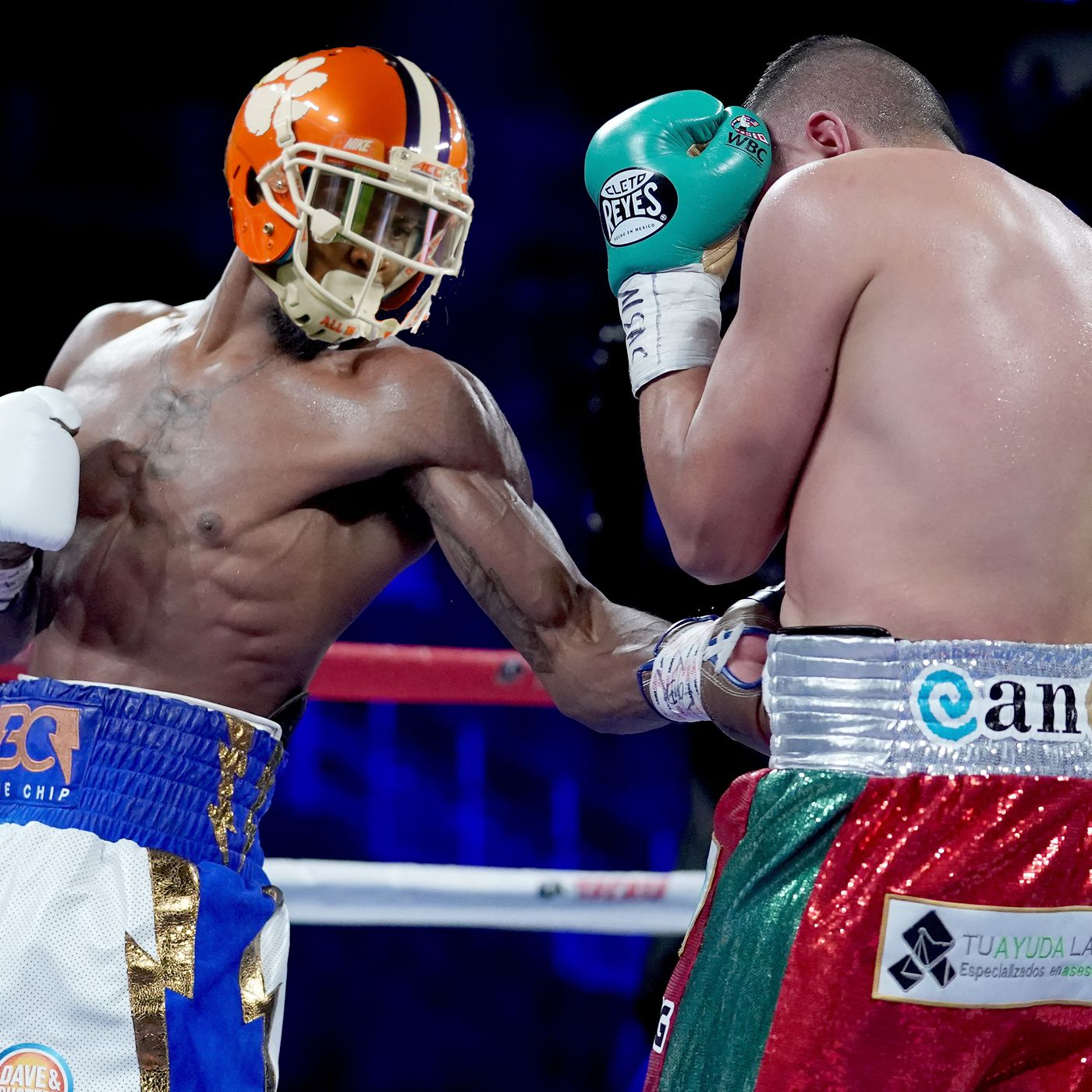 Why does Clemson wear boxing gloves in practice  To avoid DB ... 1ce1fb44c899