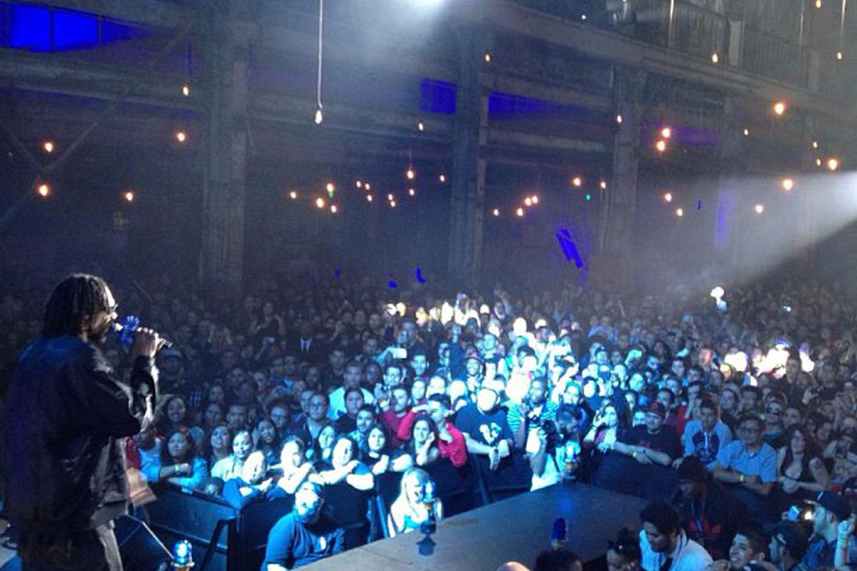 "Snoop on stage. Image via <a href=""http://instagram.com/p/XJs8-VP9M6/"">Snoop Dogg</a>/Instagram."