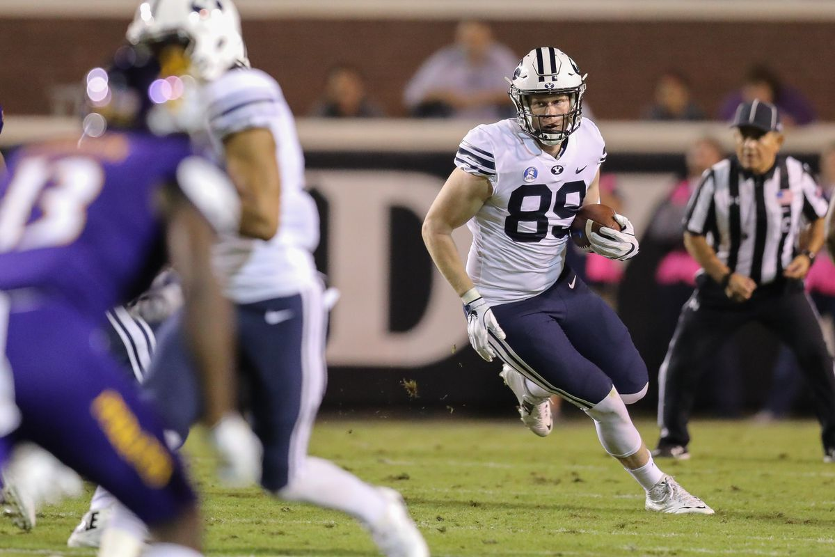 20171022 BYU tight end Matt Bushman (89) rushes for additional yards after a catch.