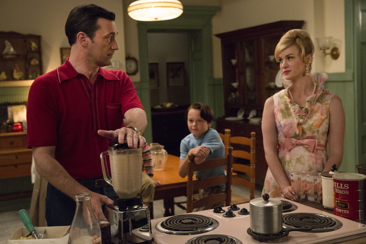 Can you imagine Don (Jon Hamm) performing household tasks while Betty (January Jones) looked on back in season one?