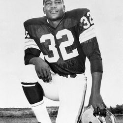 FILE - This undated file photo shows Cleveland Browns running back Jim Brown posing for a team photo. Jim Brown and the Cleveland Browns are getting back together. The Hall of Fame running back, who has had a rift with his former team for several years, plans to take part in alumni events this weekend when the Browns host the Buffalo Bills on Sunday, Sept. 23, 2012.