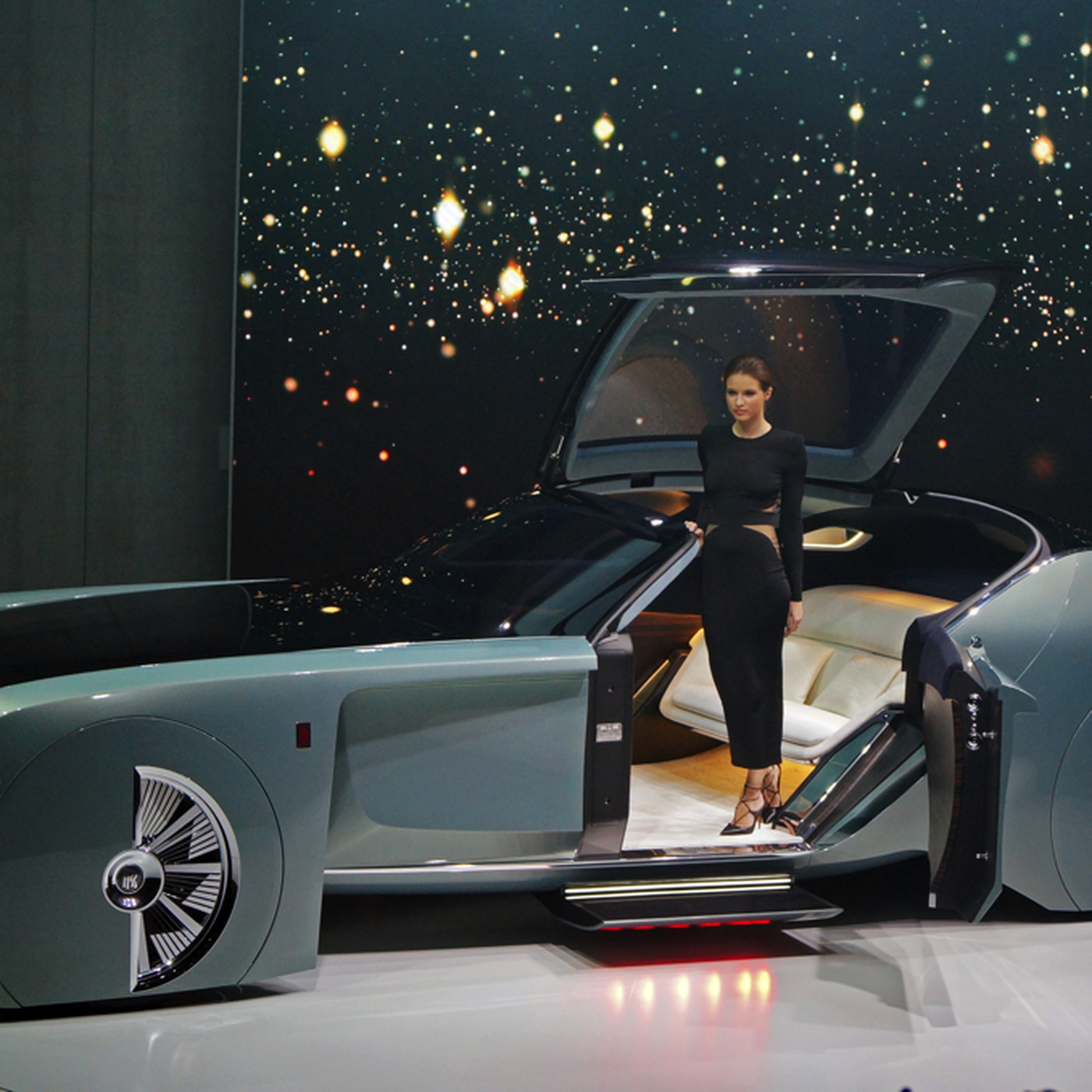 The Rolls Royce Vision 100 Concept Is Completely Irredeemably Ridiculous The Verge