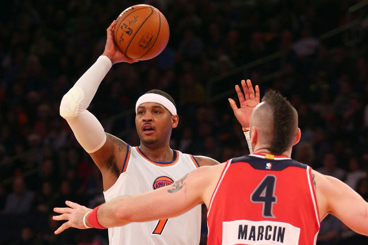 Marcin Gortat guards Carmelo Anthony on Christmas Day