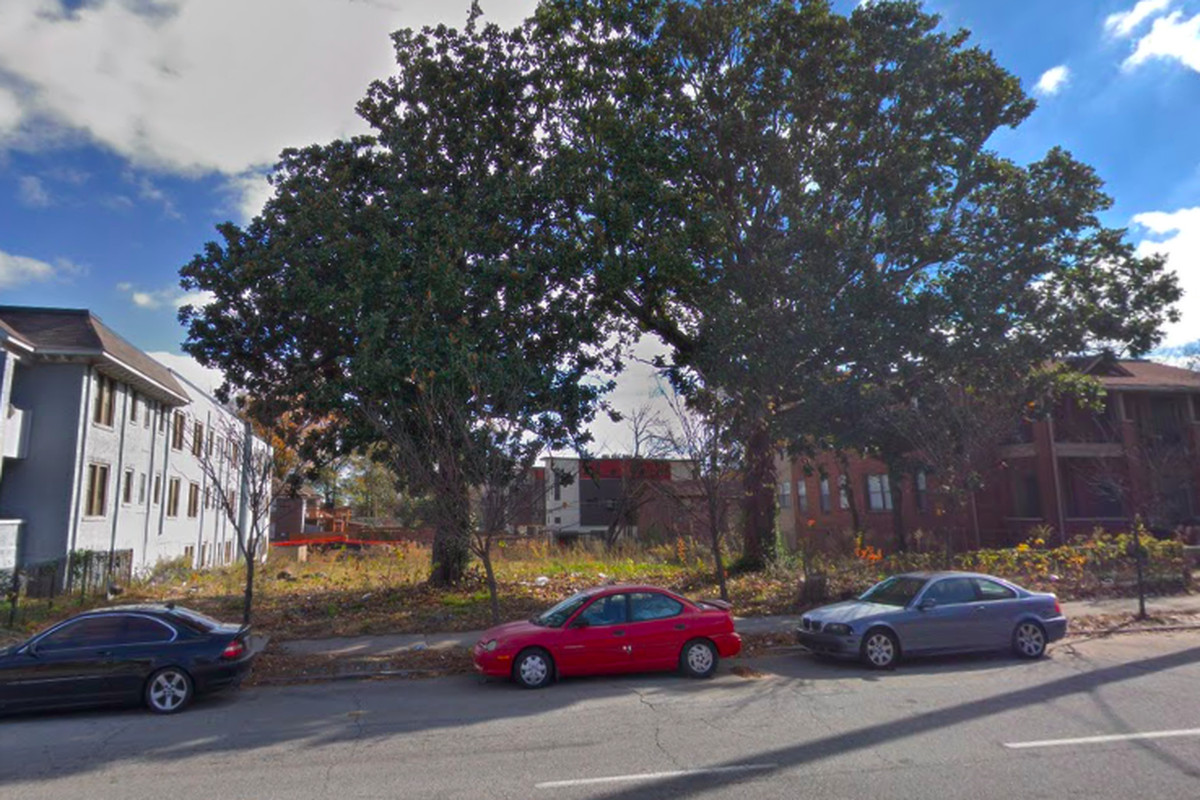 The slot along Boulevard where 24 for-sale condos are expected to materialize.