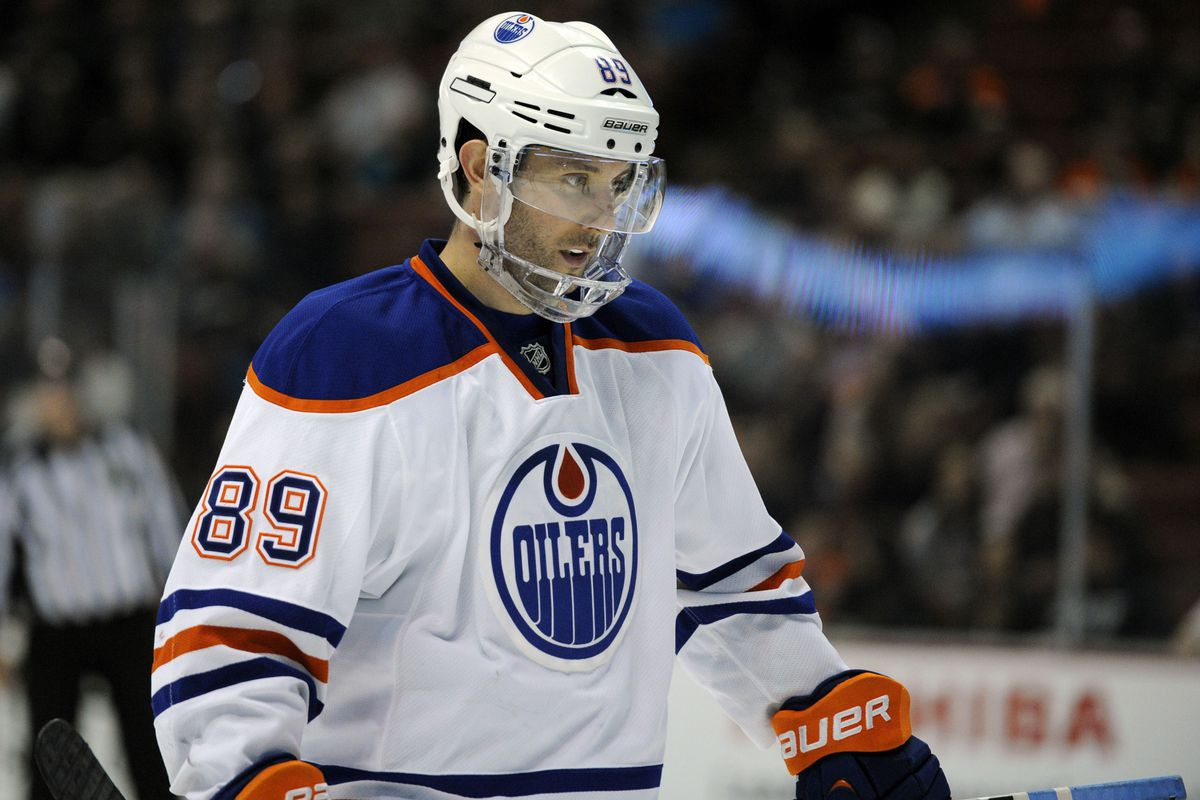 Gagner is losing the face shield tonight.