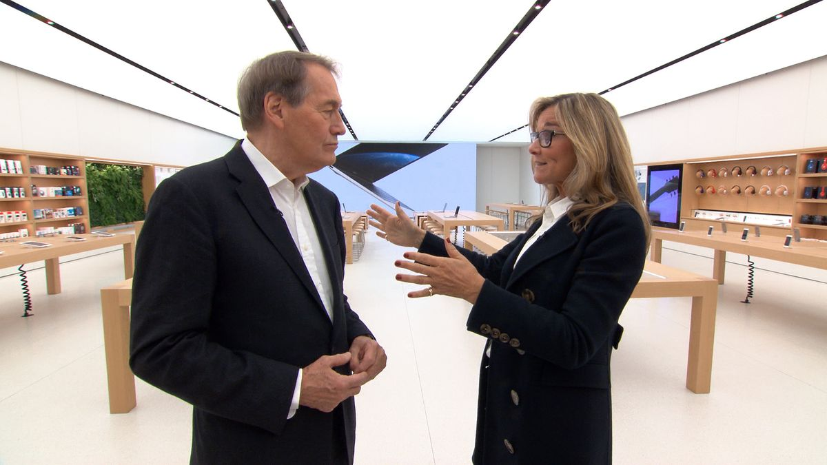 '60 Minutes' interviewer Charlie Rose talks with Apple retail chief Angela Ahrendts inside its mock store.