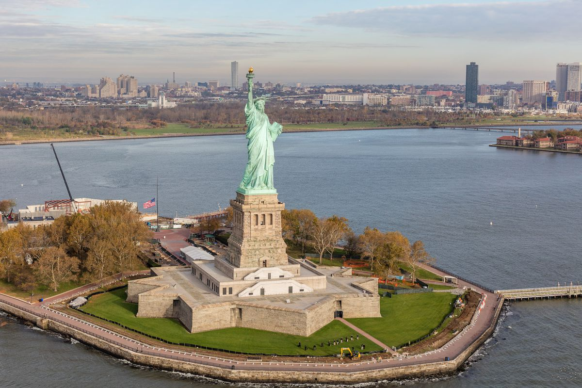 statue of liberty ellis island to remain open during government