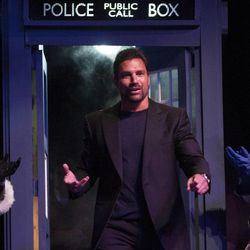 Manu Bennett arrives onstage during the Salt Lake Comic Con kick off kickoff news conference at the Salt Palace Convention Center in Salt Lake City, Thursday, Sept. 4, 2014.