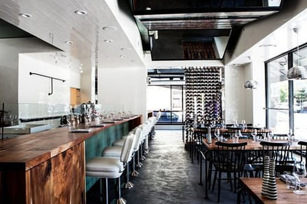 """<a href=""""http://sf.eater.com/archives/2012/08/13/inside_the_new_farina_pizza_opening_any_day_now.php"""">Farina Pizza, San Francisco</a>"""