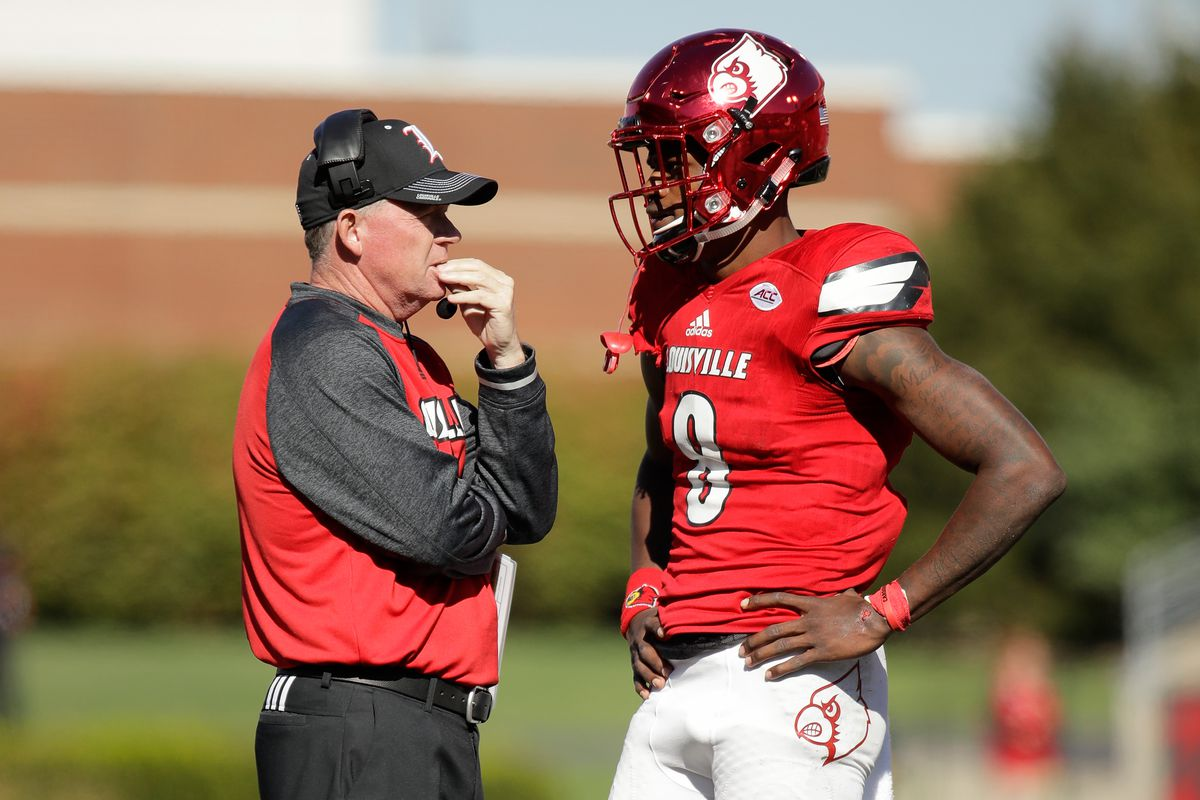 Louisville Is Making Lamar Jackson Somehow Look Even More Awesome Sbnation Com