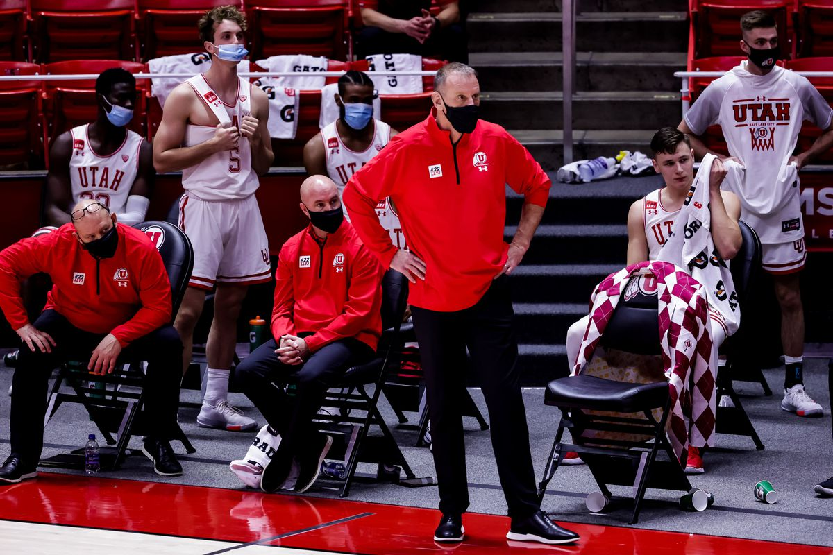 Utah Utes head coach Larry Krystkowiak and players watch as they trail the Oregon Ducks in the final minutes of the game at the Huntsman Center in Salt Lake City on Saturday, Jan. 9, 2021.