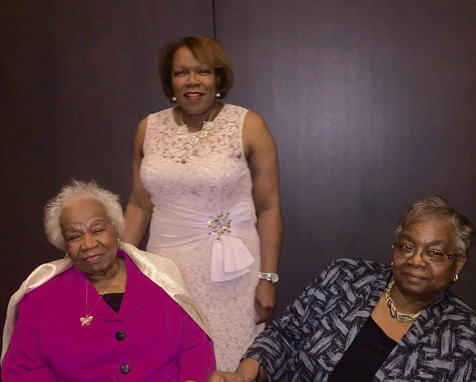 Jerry Scott and her daughters, Zaldwaynaka (standing) and Robnyece'. | Family photo