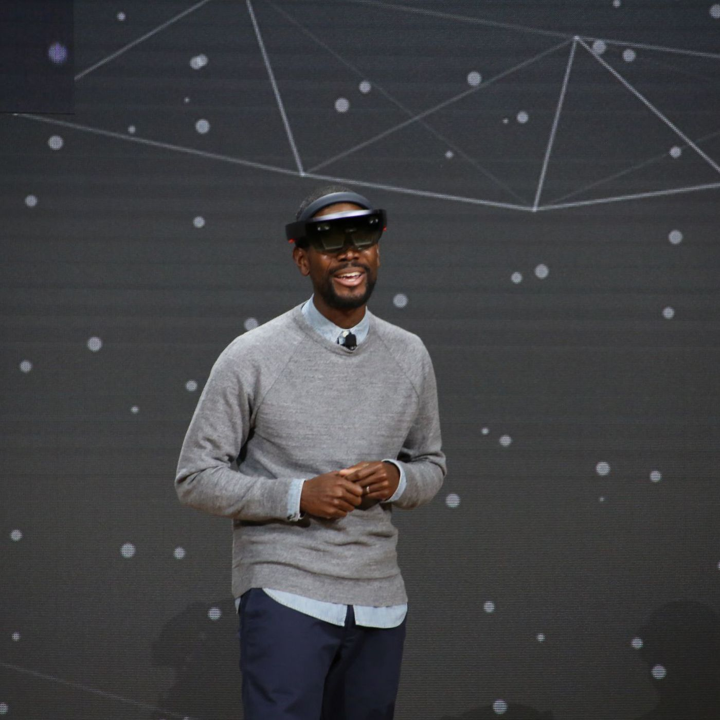 Microsoft demonstrates VR, mixed reality and HoloLens at