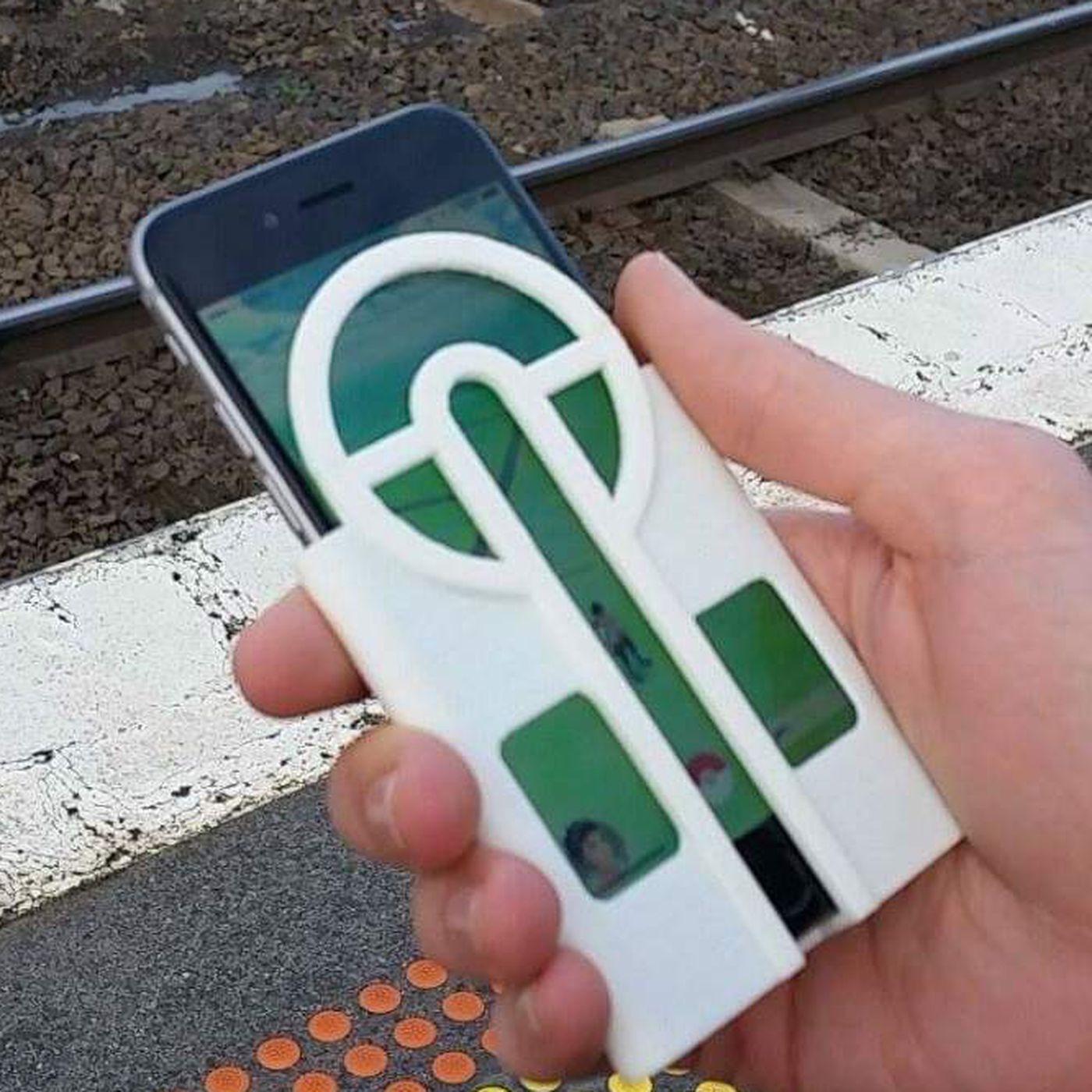 online retailer 9ff5b 4b333 Someone made a phone case that helps aim pokéballs - The Verge