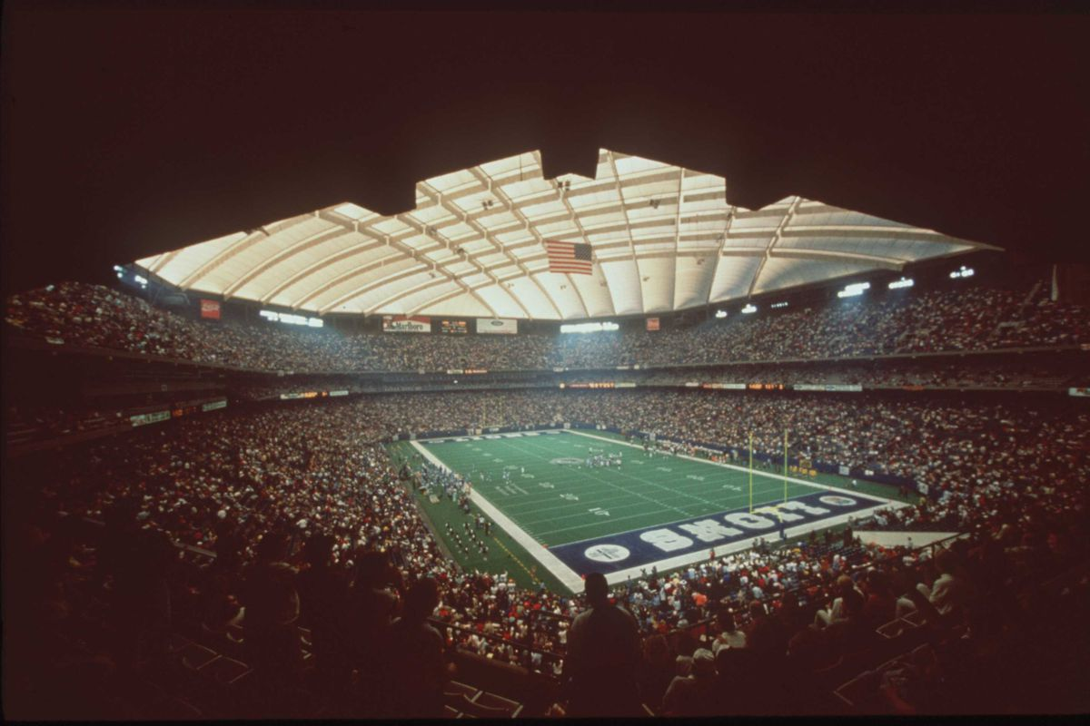 UNDATED:  FILE PICTURE OF THE PONTIAC SILVERDOME DURING A DETROIT LIONS FOOTBALL GAME IN PONTIAC, MICHIGAN.   Mandatory Credit: Allsport/ALLSPORT
