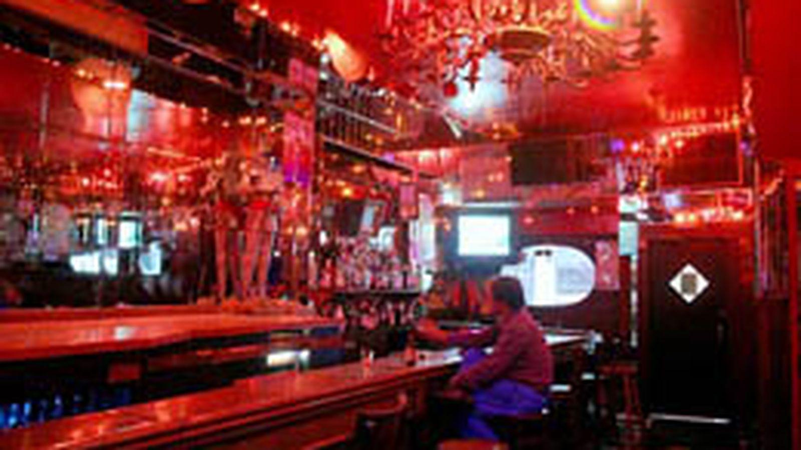 NYC Bids Farewell to Pussycat Lounge, Gonzalez Y Gonzalez