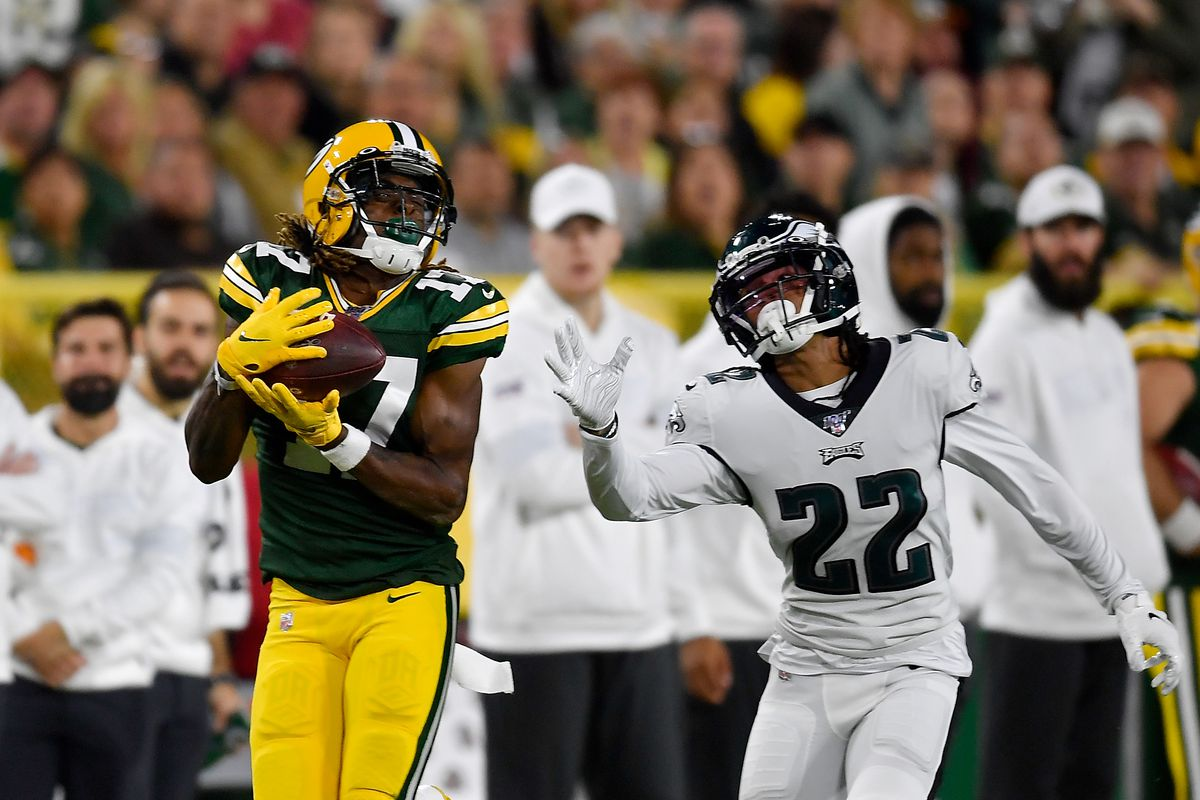 Davante Adams of the Green Bay Packers catches a pass against Sidney Jones of the Philadelphia Eagles at Lambeau Field on September 26, 2019 in Green Bay, Wisconsin.